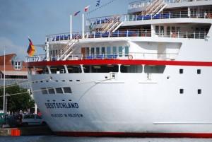 MS Deutschland im Hafen von Travemünde