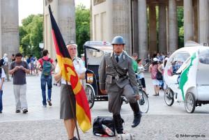 NVA vor dem Brandenburger Tor