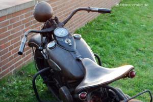 Harley mit verdrecktem Sitz und Tank