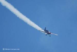 Flugzeug macht Streifen, keine Chemtrails