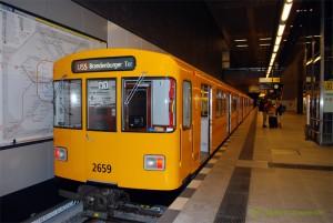 U-Bahn U55 zum Brandenburger Tor