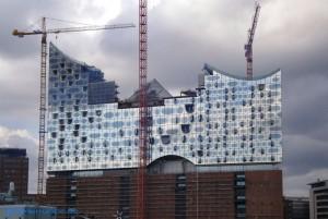 Kräne an der Elbphilharmonie