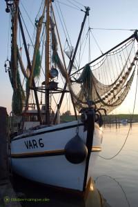 Krabbenfischerboot mit Netzen