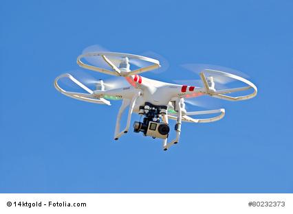 Flugdrohne, ausgestattet mit einer GoPro Action-Kamera