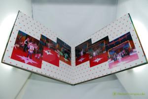 Ein Blick ins Fotobuch. Wegen der Größe paßt es kaum aufs Bild.