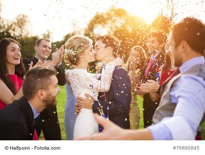 Hochzeitsfeier mit Gästen
