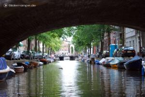 Amsterdam: Blick in eine Gracht
