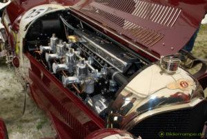 Blick in den Motorraum des Bentley