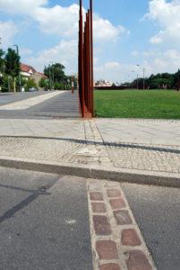 Nachgestellte Berliner Mauer an der Mauergedenkstätte