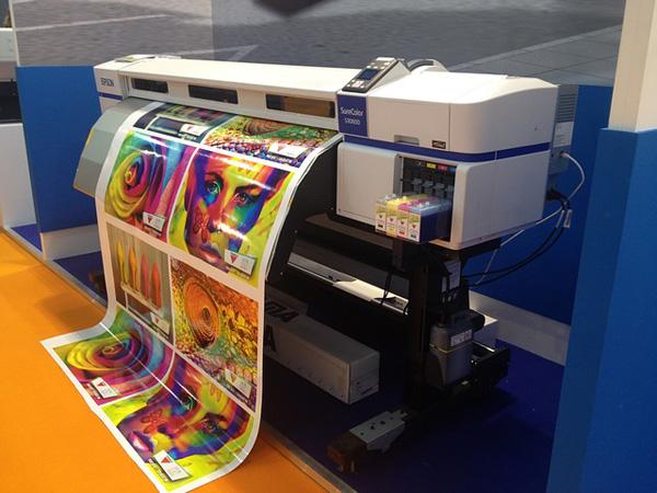 Großformatdrucker mit Fotopapierpapier Foto: juanjo6560, pixabay.com, CC0 Creative Commons
