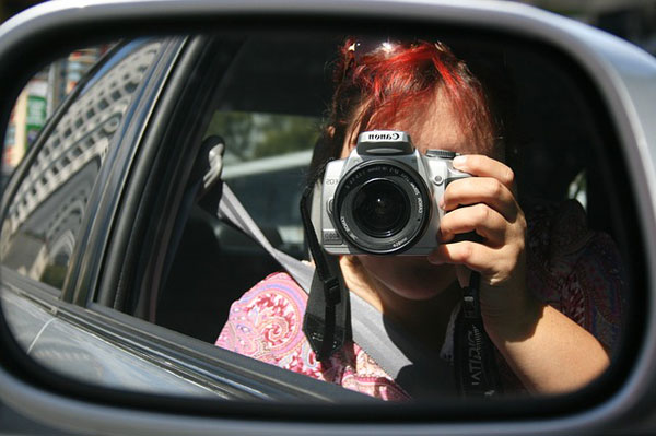 Fotograf im Auto unterwegs | Foto: strangewriter42, pixabay.com, CC0 Creative Commons
