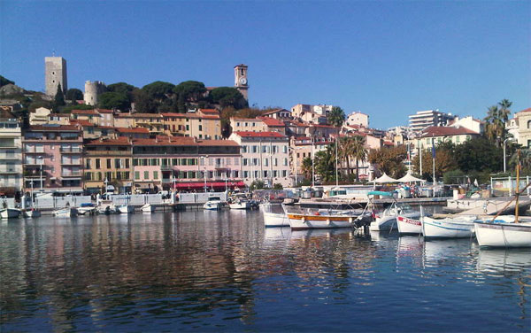 Hafen in Cannes | Foto: von Guy Lebègue [CC BY-SA 3.0 (https://creativecommons.org/licenses/by-sa/3.0)], vom Wikimedia Commons