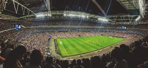 Fußballstadion mit Zuschauern   Foto: Pexels, pixabay.com, Pixabay License