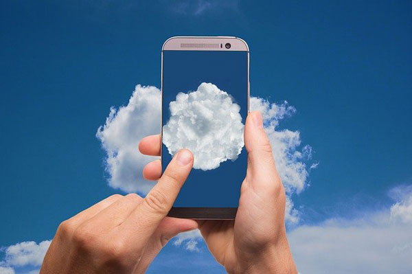 Speicherplatz in der Cloud   Foto: geralt, pixabay.com, Pixabay License